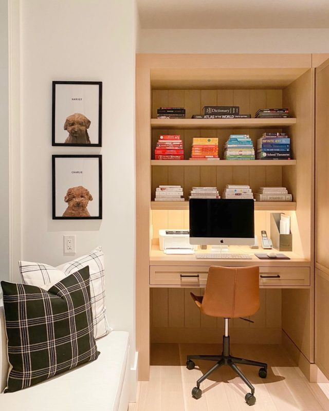Work from home — but make it cozy. ⠀⠀⠀⠀⠀⠀⠀⠀⠀ Settled OFFICE ™️ ⠀⠀⠀⠀⠀⠀⠀⠀⠀ #snowday #officeorganization #homeorganization #officedesign #bookstagram #homeoffice #wfh #homeofficedesign #workfromhome #cozyhome #workfromhomelife #bookphotography #settled #officeinspiration #pictureperfect #settledsystems