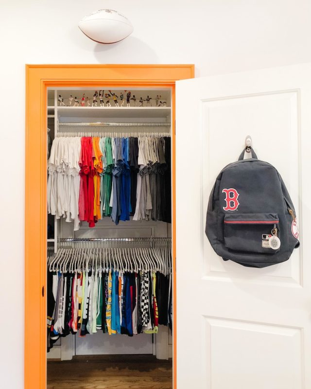 Why fight your kids on getting dressed? Settled's unique discovery process allows us to understand what works best for your kids. In this case, shorts and tees are the center of attention. When mornings are a breeze, everyone wins.  ⠀⠀⠀⠀⠀⠀⠀⠀⠀ Settled KiDS ™️ ⠀⠀⠀⠀⠀⠀⠀⠀⠀ #settled #homeorganization #closetsofinstagram #kidsfashion #closetorganization #boysroominspo #kidscloset #organizingtips #settledsystems