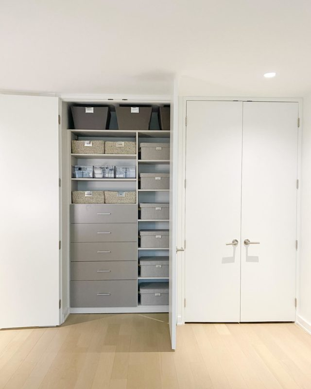 First, always sort and thoughtfully edit. Then let your inventory guide your product choices. For smaller categories that need more containment, modular bins are the answer. For larger items, baskets work well. And for less-accessed items—or for stacking purposes—consider boxes with lids. ✔️  Settled CLOSETS ™️  #neutrals #closetdetox #thecontainerstore #organizingideas #storagesolutions #organizingsolutions #closetorganizing #storageideas #closetorganization #organizingideas #home #organization #luxurycloset #neutralhome #closetgoals